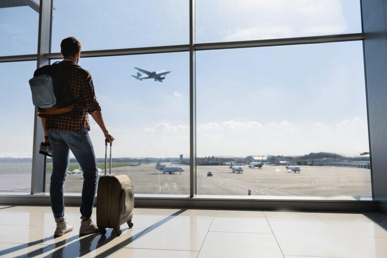 hvor mange ml må man have med på fly